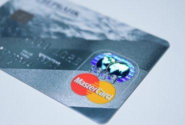Płacenie kartą przez internet